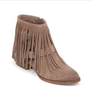 BCBG Generation Capricorn Suede Boots size 11 B68
